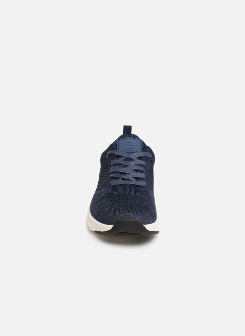 Sneakers Bullboxer Mateo Azzurro modello indossato