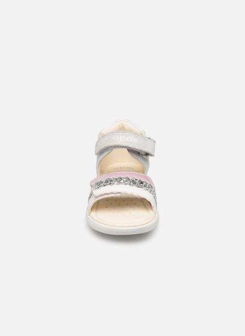 Sandali e scarpe aperte Geox B Sandal Alul Girl B921YB Argento modello indossato