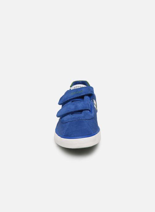 Sneakers Geox J Kilwi Boy J82A7I Azzurro modello indossato