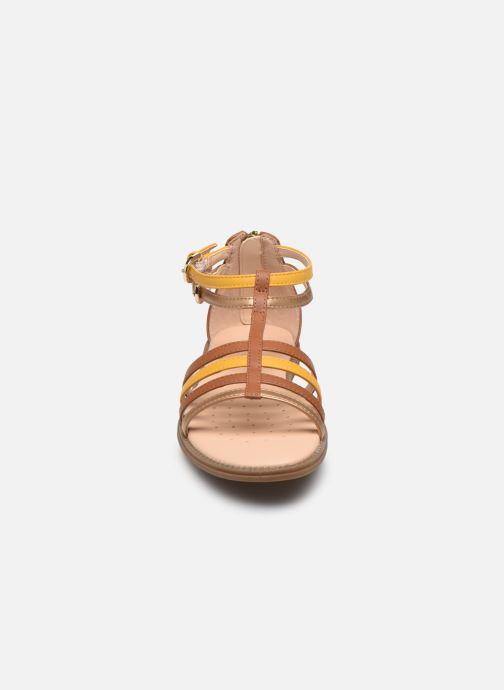 Sandales et nu-pieds Geox J Sandal Karly Girl J7235D Marron vue portées chaussures