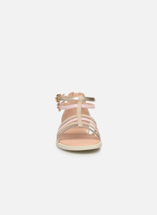 Sandales et nu-pieds Geox J Sandal Karly Girl J7235D Beige vue portées chaussures