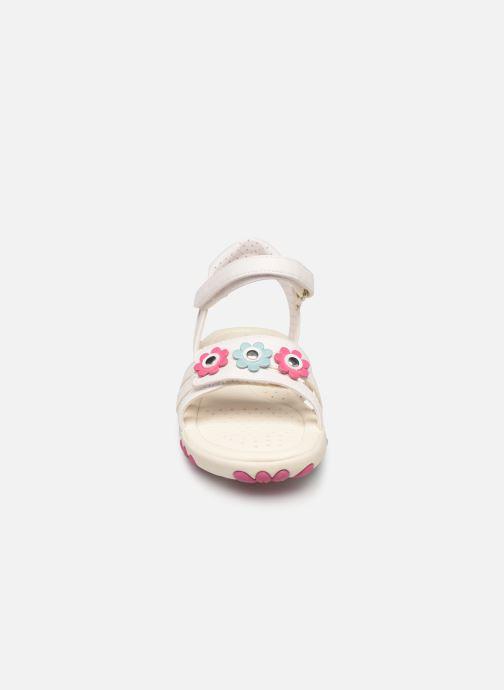 Sandales et nu-pieds Geox J Sandal Haiti Girl J928ZD Blanc vue portées chaussures