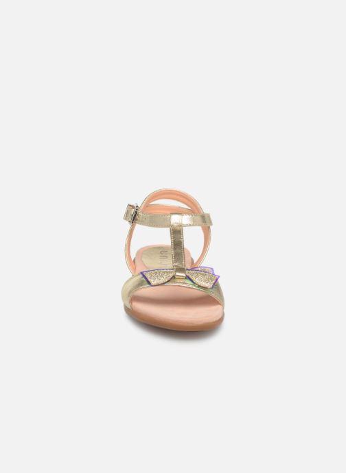 Sandalias Unisa Laso Oro y bronce vista del modelo