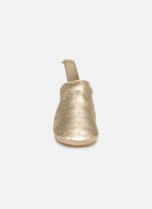 Pantuflas Easy Peasy Blublu Palmette Oro y bronce vista del modelo