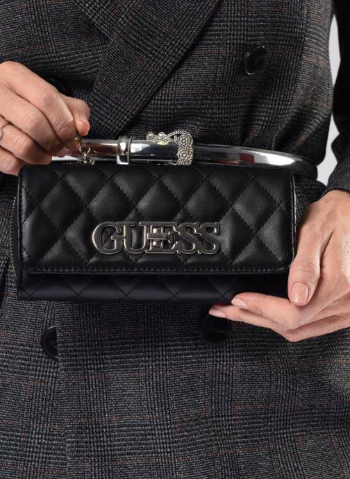 Portemonnaies & Clutches Guess SWEET CANDY LARGE CLUTCH ORGANIZER schwarz ansicht von unten / tasche getragen