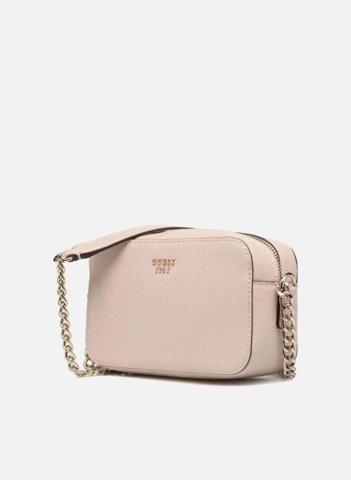 Bolsos Clutch Guess TABBI MINI CROSSBODY Rosa vista del modelo