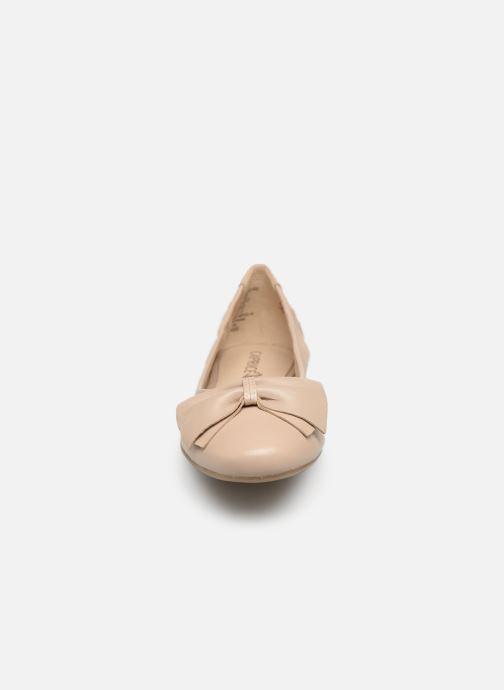 Ballerines Caprice Lorel Beige vue portées chaussures