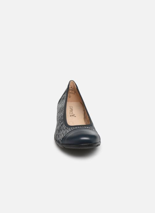 Ballerines Caprice Gilde Bleu vue portées chaussures