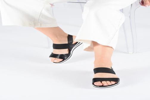 Sandales et nu-pieds Caprice Lisa Noir vue bas / vue portée sac