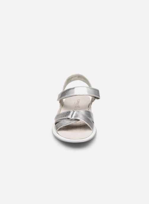 Sandales et nu-pieds Caprice Minna Argent vue portées chaussures