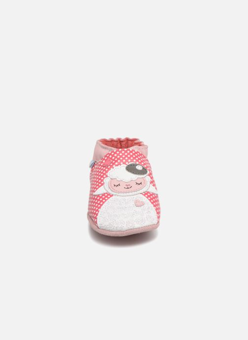 Pantofole Robeez Baby Lamb Rosa modello indossato