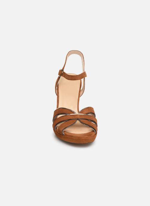 Sandales et nu-pieds Georgia Rose Lapouta Marron vue portées chaussures