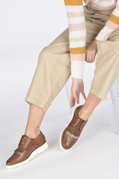Chaussures à lacets Georgia Rose Nahema Marron vue bas / vue portée sac