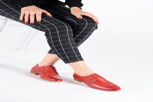 Chaussures à lacets Georgia Rose Nyoko Rouge vue bas / vue portée sac
