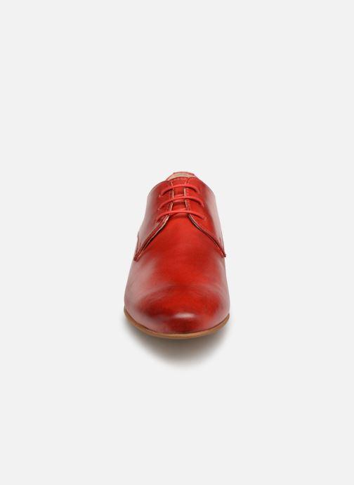Zapatos con cordones Georgia Rose Nyoko Rojo vista del modelo