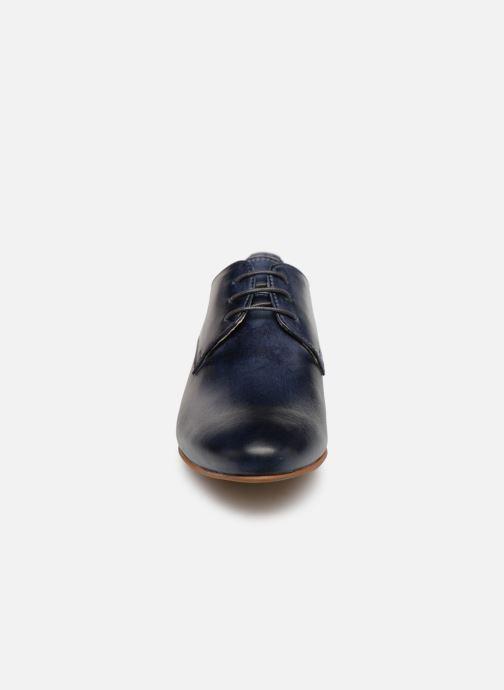 Zapatos con cordones Georgia Rose Nyoko Azul vista del modelo