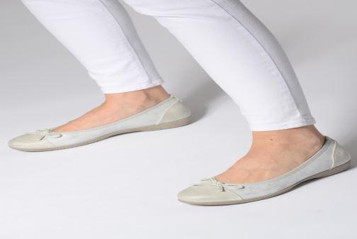 Ballerinas Jana shoes Emma weiß ansicht von unten / tasche getragen