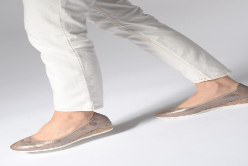 Escarpins Jana shoes Lina Or et bronze vue bas / vue portée sac