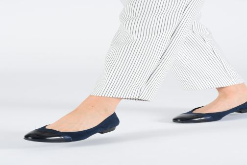 Ballerines Jana shoes Camille Bleu vue bas / vue portée sac
