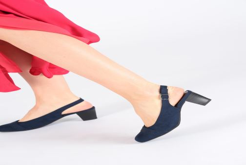 High heels Jana shoes Nora Blue view from underneath / model view