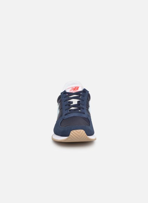 Baskets New Balance U220 W Bleu vue portées chaussures