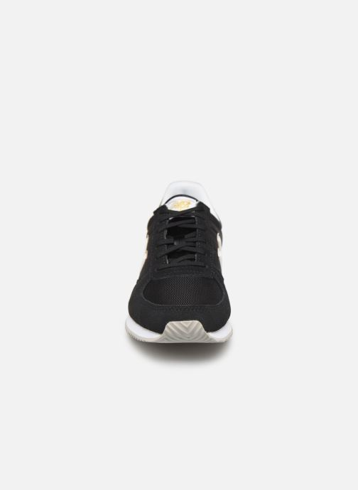 Baskets New Balance U220 W Noir vue portées chaussures