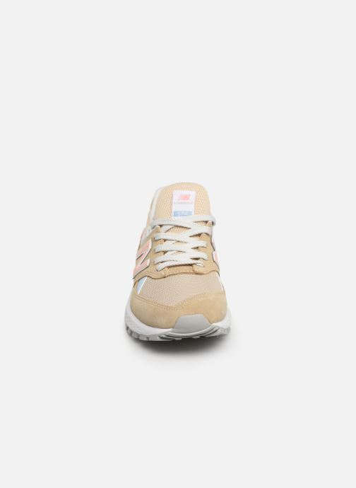 Baskets New Balance W574 Beige vue portées chaussures