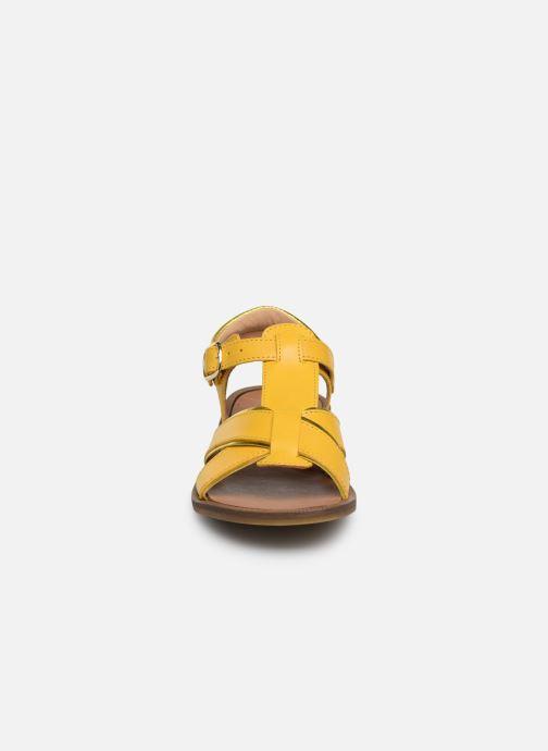 Sandales et nu-pieds Romagnoli Amanda Jaune vue portées chaussures