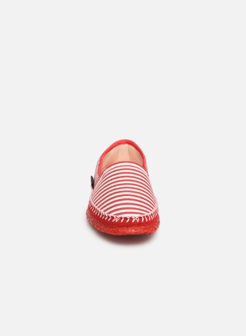 Chaussons Giesswein Perach Rouge vue portées chaussures