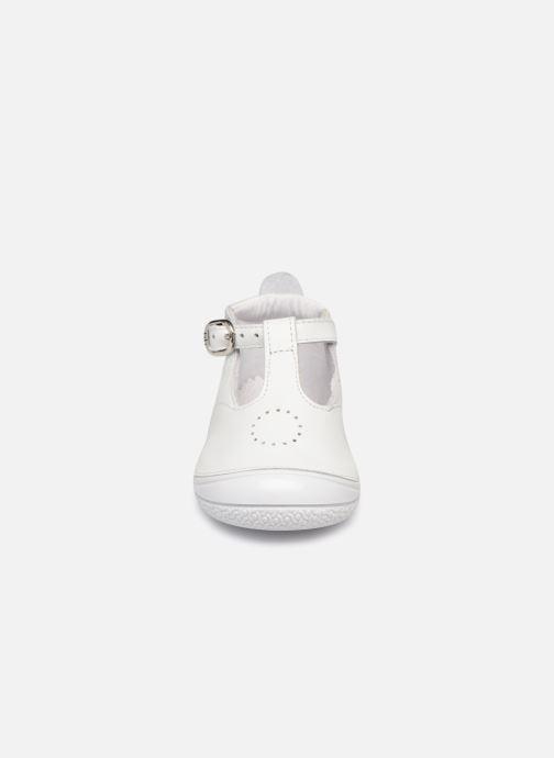 Chaussons Babybotte Zia Blanc vue portées chaussures