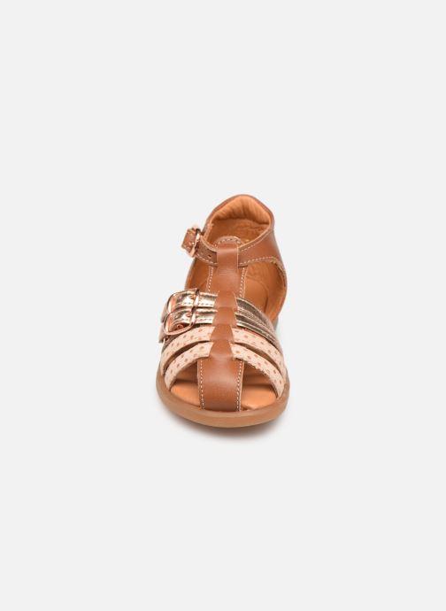 Sandales et nu-pieds Babybotte Twix Marron vue portées chaussures