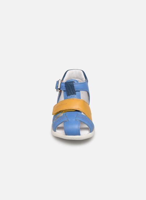 Sandali e scarpe aperte Babybotte Galaxi Azzurro modello indossato