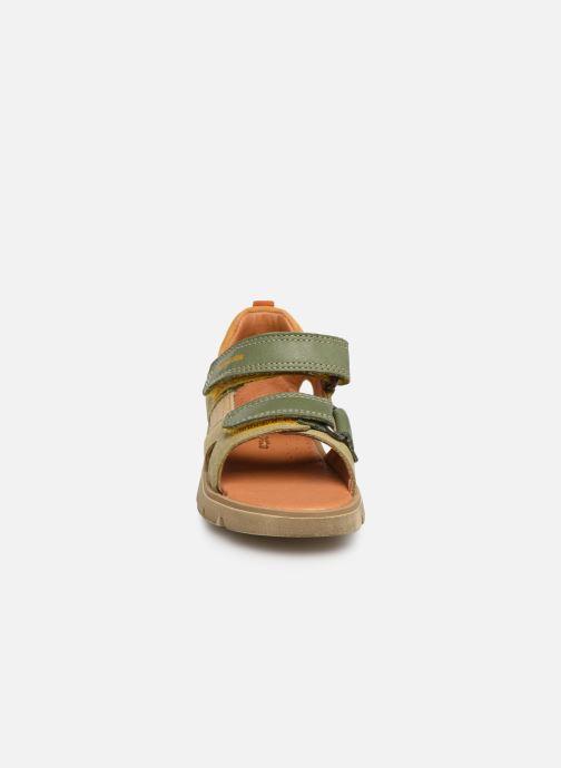 Sandalias Babybotte Tonga Verde vista del modelo