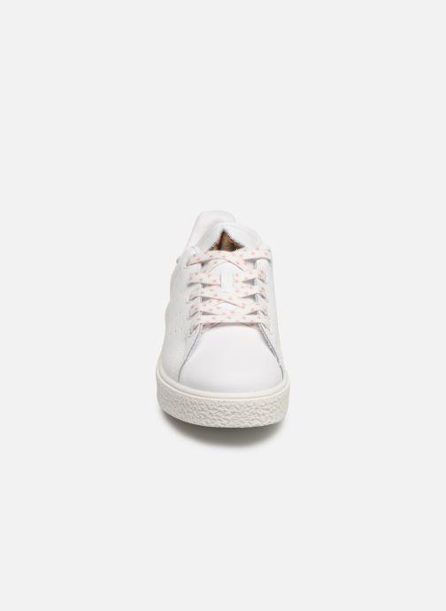 Sneakers Victoria Utopía Relieve Estrella Bianco modello indossato