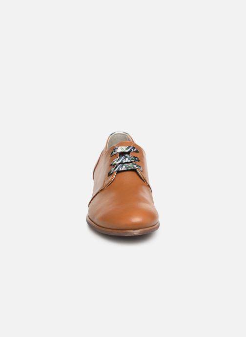 Chaussures à lacets Dorking Bahia 7822 Marron vue portées chaussures