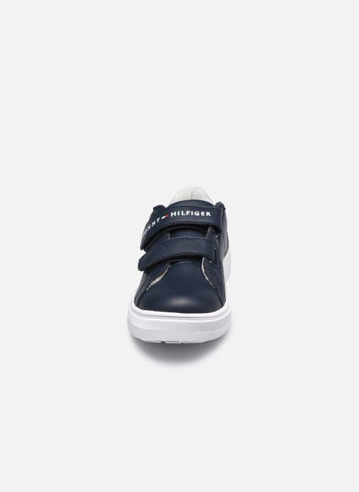 Baskets Tommy Hilfiger Low Cut Velcro Sneaker Bleu vue portées chaussures