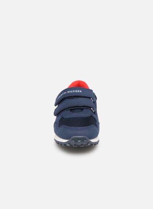 Baskets Tommy Hilfiger Low Cut Velcro Sneaker 2 Bleu vue portées chaussures