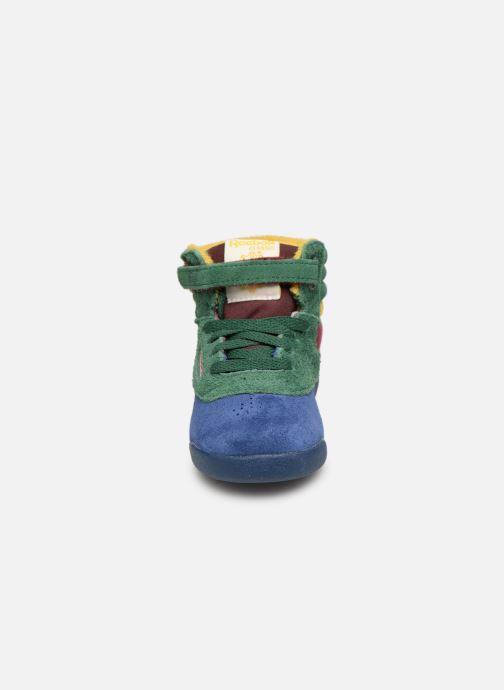 Sneakers Reebok x TAO Reebok Classic x The Animals Observatory Hi Freestyle Baby Multicolore modello indossato