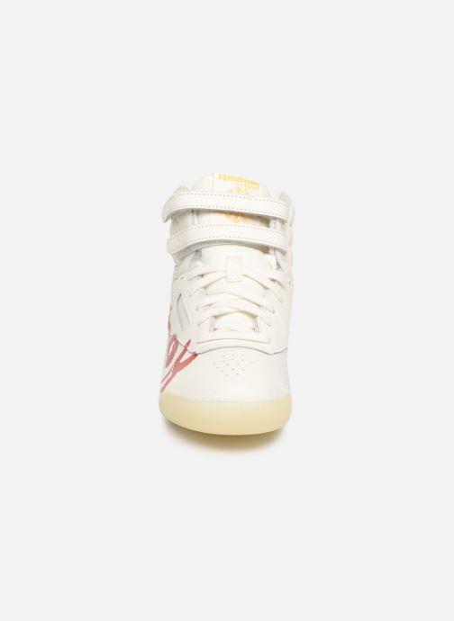 Baskets Reebok x TAO Reebok Classic x The Animals Observatory Freestyle Hi Kid Blanc vue portées chaussures