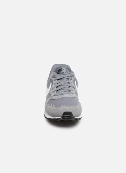 Baskets Nike Nike Md Runner 2 (Gs) Gris vue portées chaussures