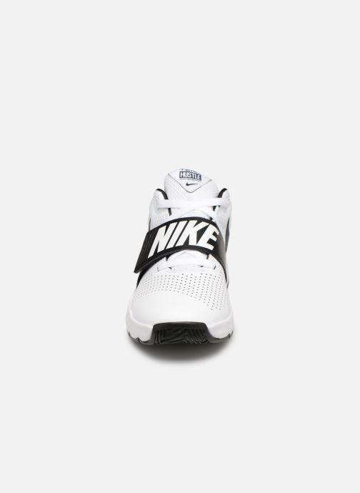 Baskets Nike Nike Team Hustle D 8 (Gs) Blanc vue portées chaussures