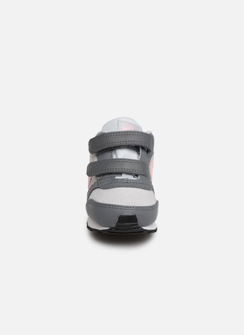 Deportivas Nike Nike Md Runner 2 (Tdv) Gris vista del modelo