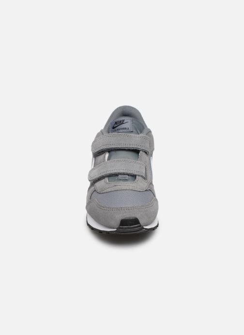 Deportivas Nike Nike Md Runner 2 (Psv) Gris vista del modelo