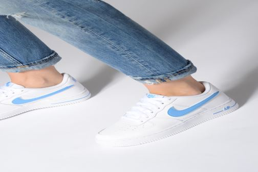 Sneaker Nike Air Force 1-3 (Gs) weiß ansicht von unten / tasche getragen