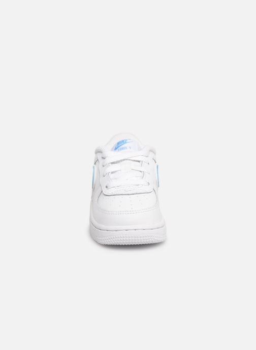 Baskets Nike Force 1-3 (Td) Blanc vue portées chaussures
