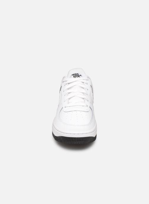 Baskets Nike Air Force 1 Lv8 2 (Gs) Blanc vue portées chaussures