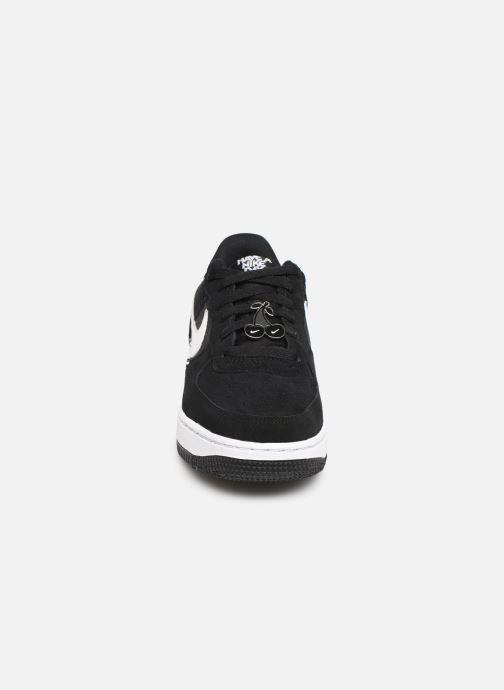 Sneakers Nike Air Force 1 Lv8 Nk Day (Gs) Nero modello indossato