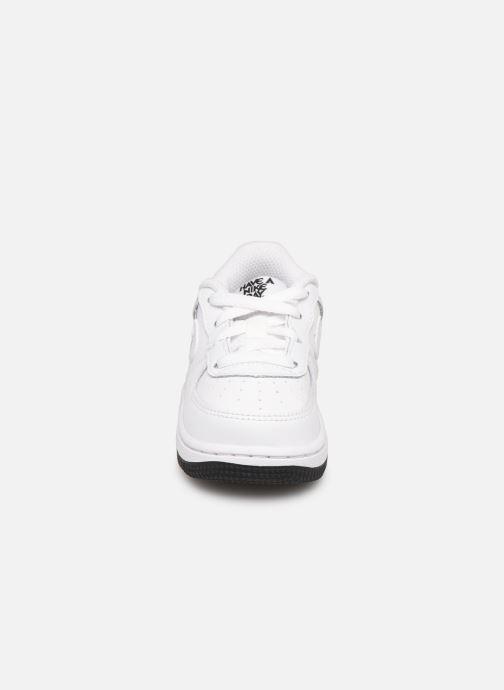 Baskets Nike Force 1 Lv8 2 (Td) Blanc vue portées chaussures