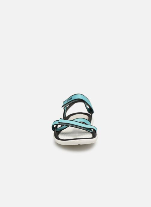 Sandalias Crocs Swiftwater Webbing Sandal W Azul vista del modelo