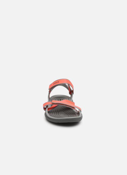 Sandalias Crocs Swiftwater Webbing Sandal W Gris vista del modelo